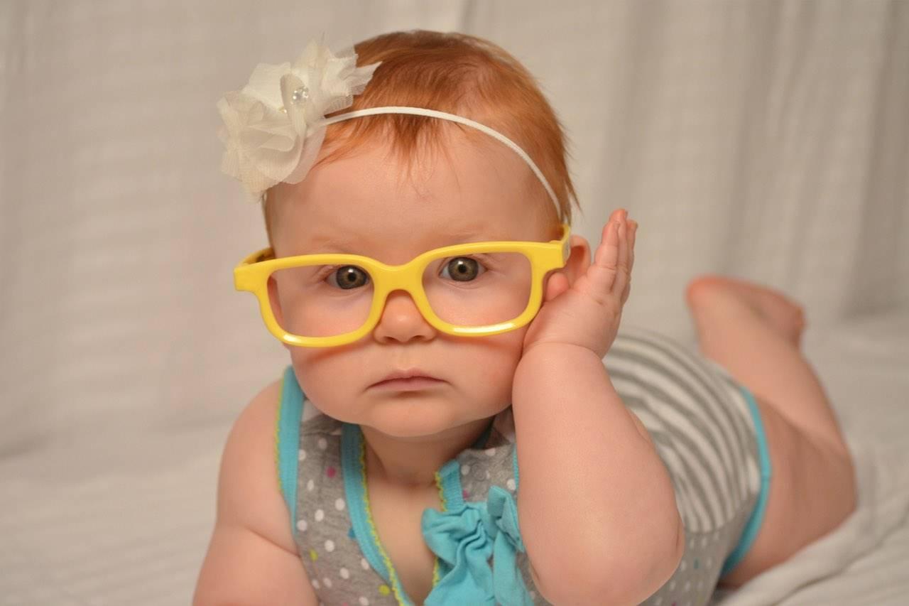 baby-girl-yellow-glasses