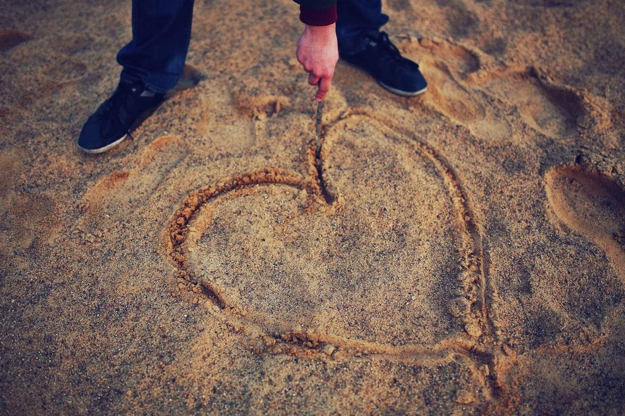 beach-heart-in-sand