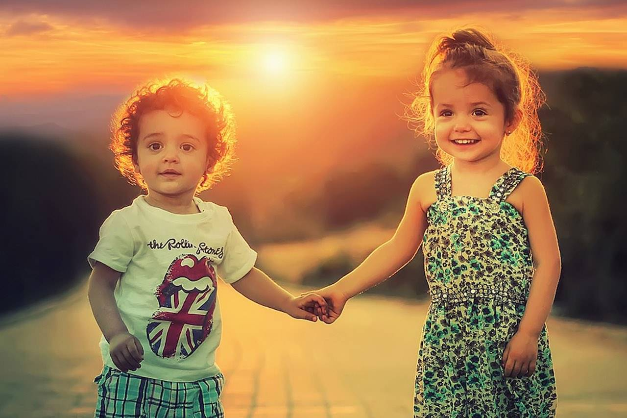 children_holding_hands_glowing_sun