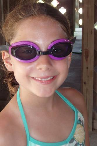 girl wearning swim goggles