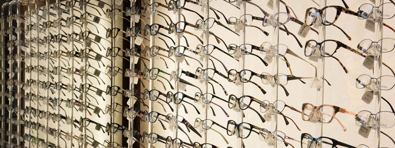 glasses_wall_display_1280x480