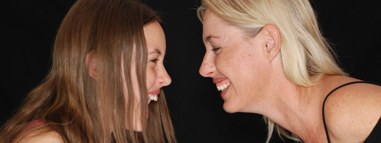 mother_and_daughter_laughing_1280x480
